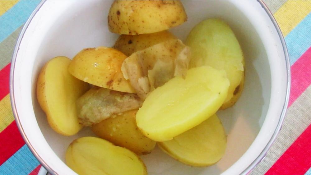5 batatas inglesas cozidas em água.